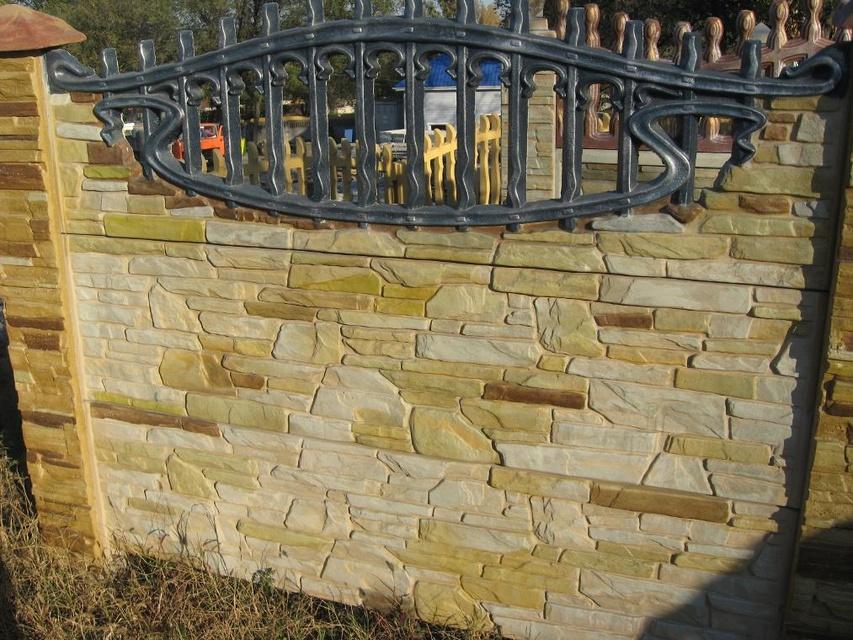Покраска бетонных заборов своими руками