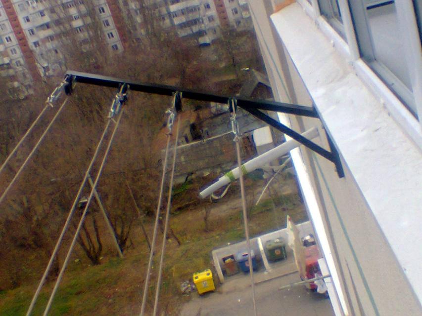 Сушилка для балкона на роликах.
