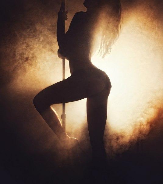Эротический танец на стуле 15 фотография
