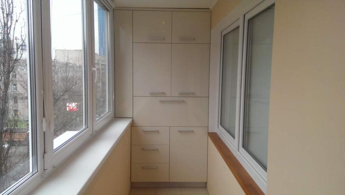 Шкафчики на балконе фото