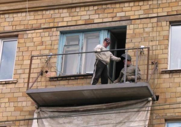 Бельцы. расширение ремонт аварийных балконов перила козырьки.