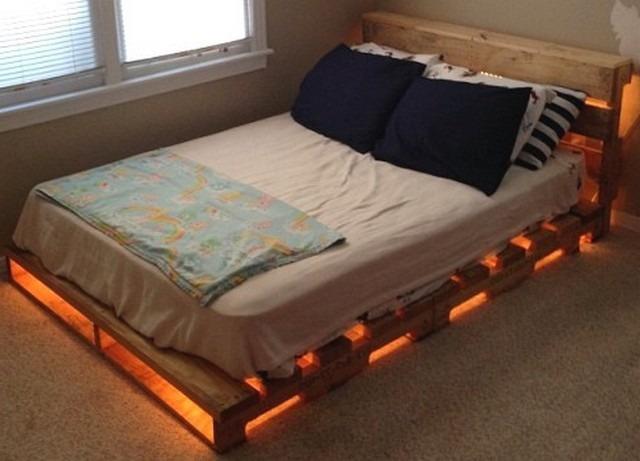 Двуспальная кровать из паллет