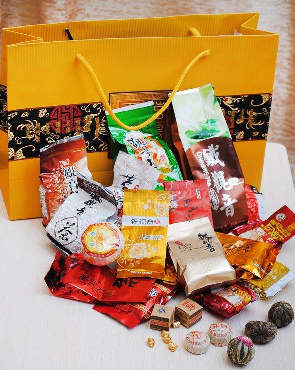 Чай новогодний в подарочной упаковке