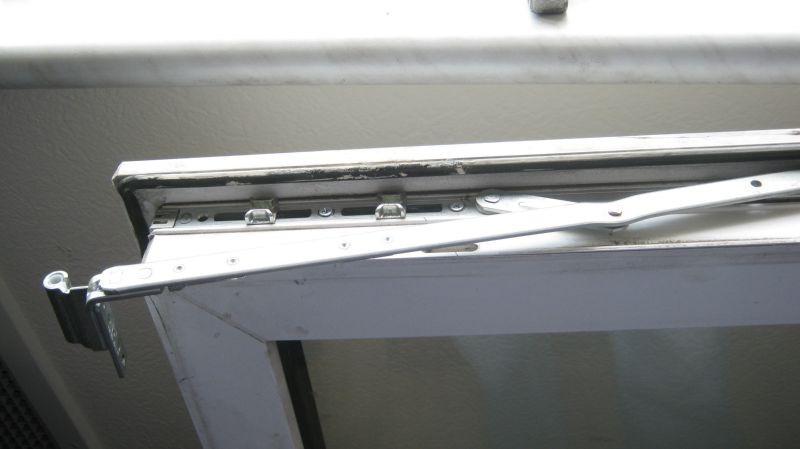 Замена оконной фурнитуры, стеклопакетов и уплотнителей. maco.