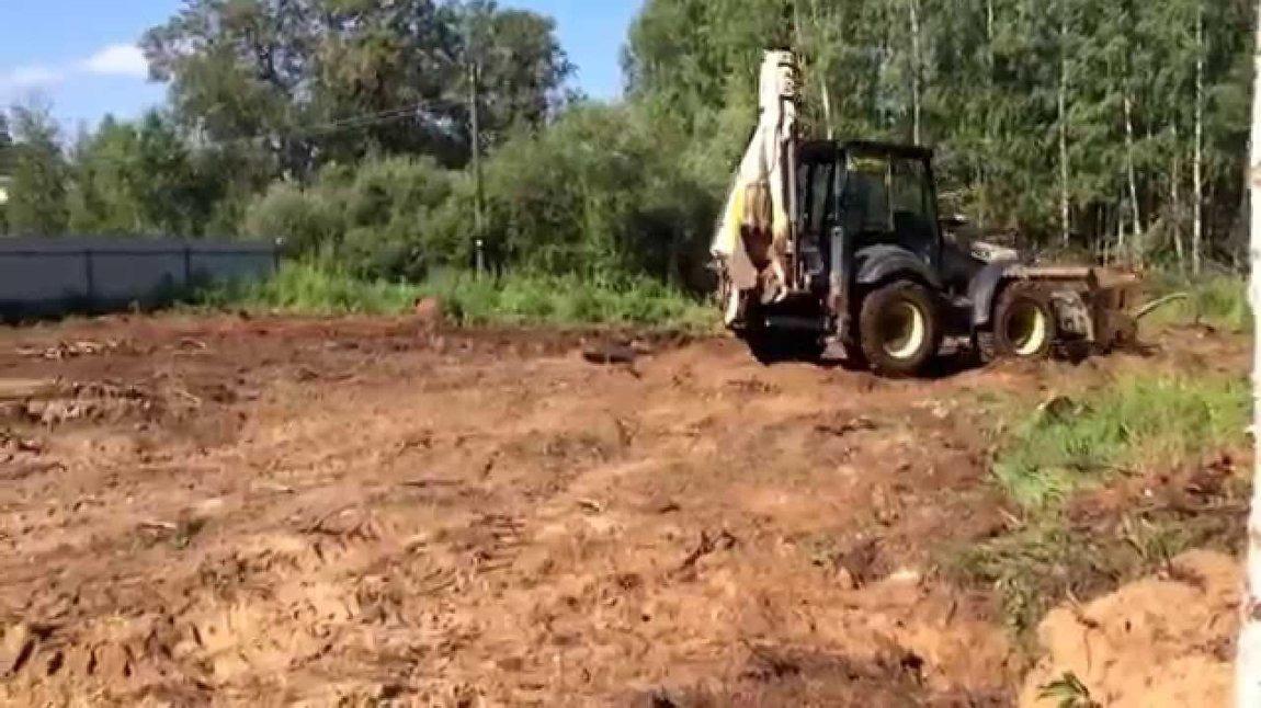Как выравнивают участок трактором