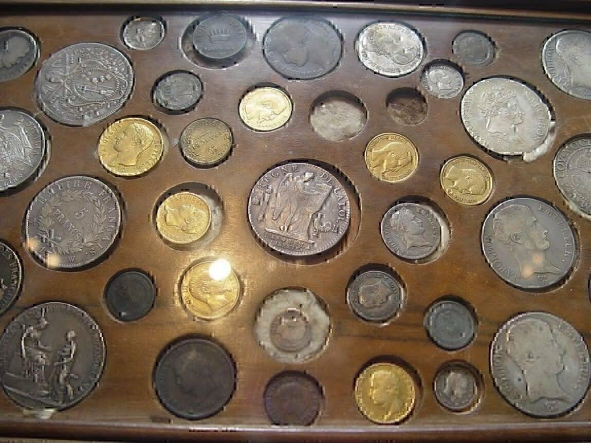 Куплю: антиквариат, монеты, значки, старинные вещи.