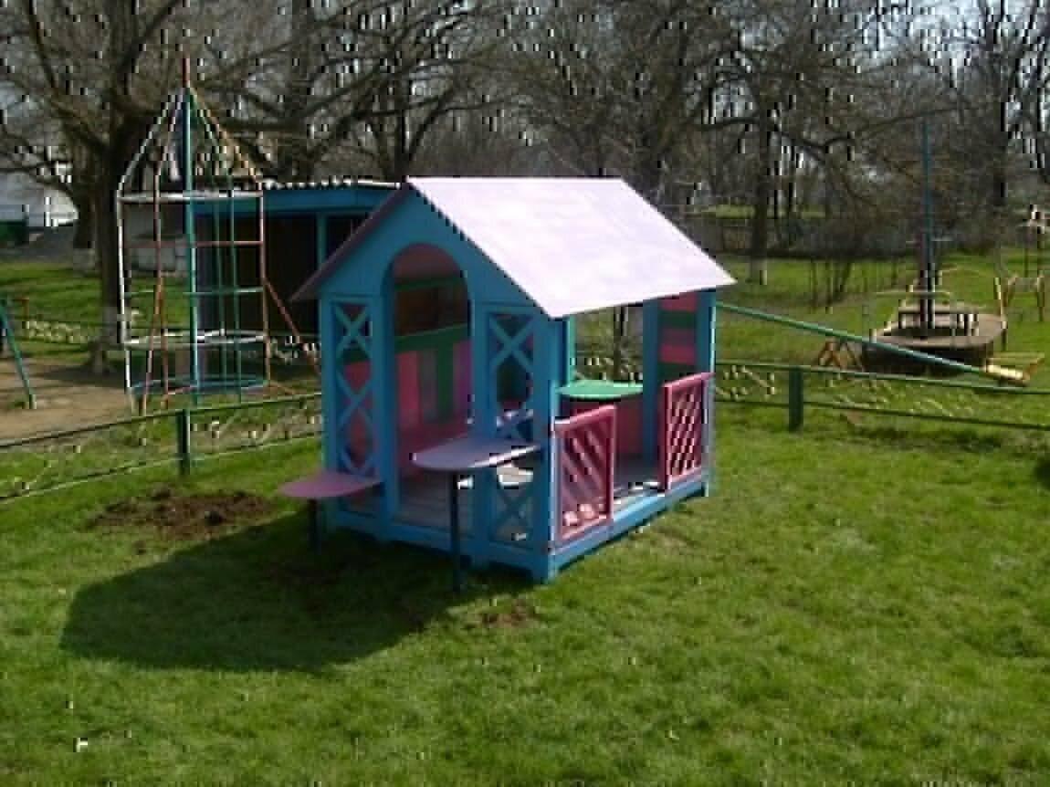 Детский домик на игровой площадке своими руками