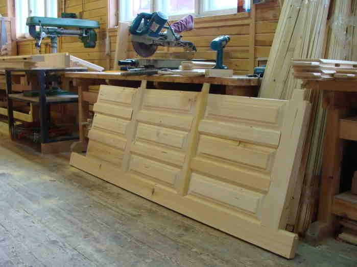 изготовление входной двери из дерева