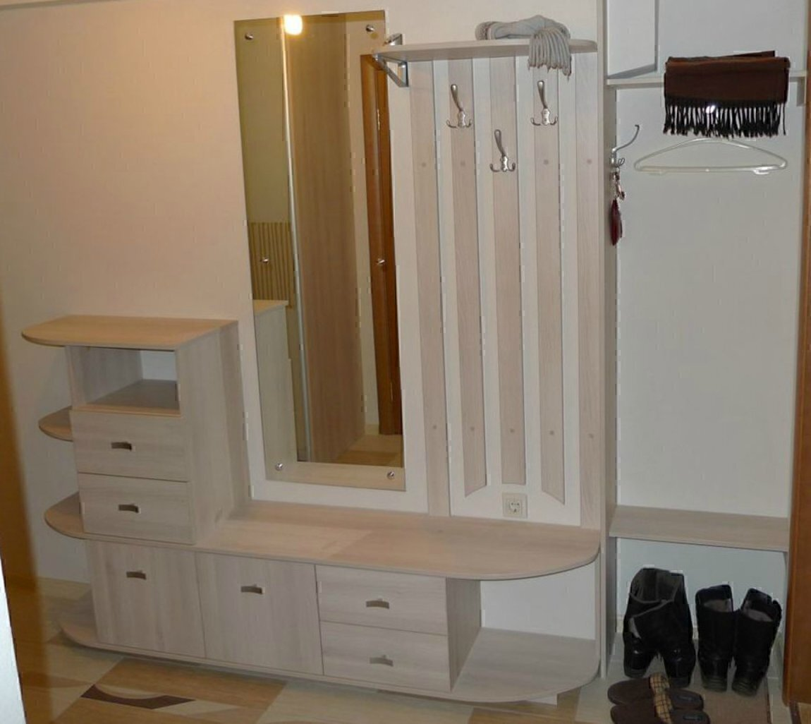 Мебель люкс предлагает услуги по изготовлению мебели.