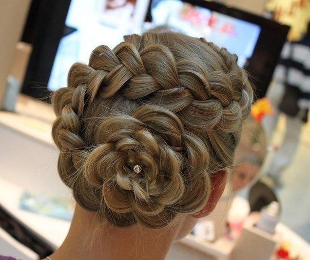 Вечерние прически с плетением кос