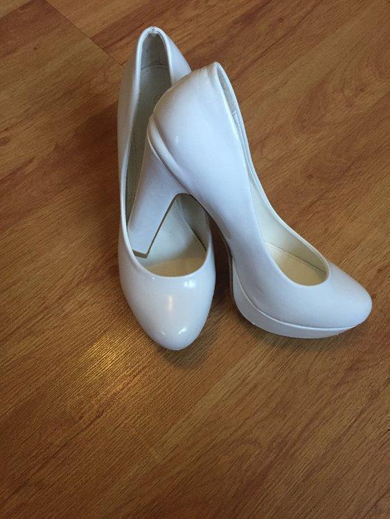 Rochie De Mireasa Si Pantofi