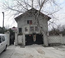 40000 евро. Продаётся 1/3 трёхэтажного дома. Думбрава.