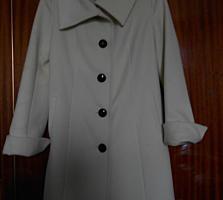 Пальто белое новое размер 44-500лей