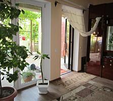 Дом большой 4 комнаты, все удобства, кухня 15 м2, гараж. подвал