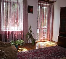 2-комнатная 2 этаж 3-этажного дома сталинка 40800 e. хозяева продают.