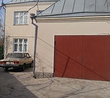 Дом 2-эт. 200 кв. 2 гаража 27 соток сауна бассейн 38000 у.е.