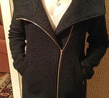 Продам, в хорошем состоянии 2-е куртки и 1 пальто. Б/у