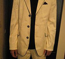 Продается белый мужской костюм индивидуального пошива 46-48 размер