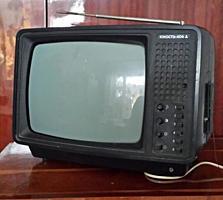 Продам переносной маленький телевизор ЮНОСТЬ, б\у,