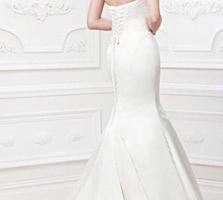 Новое свадебное платье с жемчугами. торг