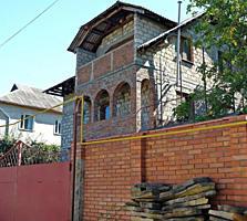 Casa 3 nivele/7 ari la Telecentru/ Дом на Телецентре 3 уровня/7 соток