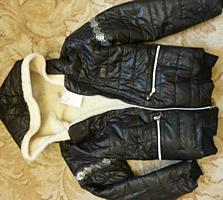 Куртка новая, р-р 40-42 S, 220 руб.