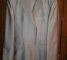 Продам костюмы