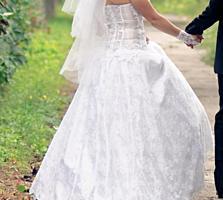 Продаю элегантное свадебное платье б/у