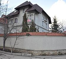 Дом 450 кв. м. возле Лечсанупр-а, можно под миниотэль или медцентр