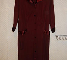 Продам новое шерстяное-трикотажное платье на пуговицах