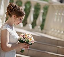 Продам недорого красивое и элегантное свадебное платье А-силуэта!