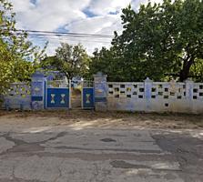 Продам два дома в одном дворе -Договорная цена, торг на месте.