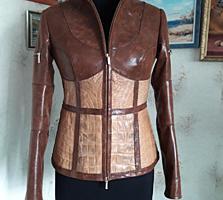 Продаётся женская куртка из кожи крокодила