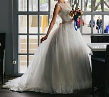 Свадебное платье со шлейфом, надето один раз