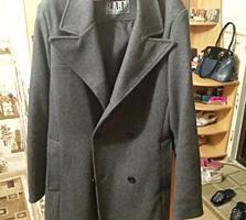 Продам брендовое пальто ZARA 50 раз. практически новое..