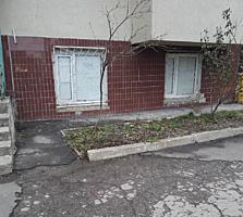 De vânzare urgentă apartament cu 2 odăi la demisol! 52m2! Loc bun!
