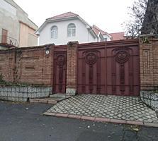 Дом в самом центре 300 кв. 157000 у. е.