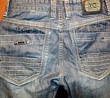 Джинсы, штаны (состояние новых). Цена 5 долларов.
