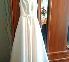 Бендеры. Продам свадебное платье, не венчанное. Надето 1 раз. 42-44 р.