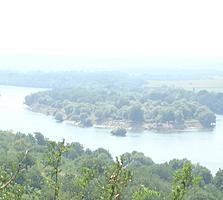 На высоком берегу Днестра огромный участок с видами на остров!
