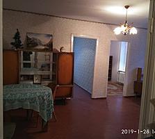 4-комнатная, второй этаж, можно сделать кухню-студию.