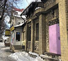 Banca comercială vinde edificiu la prima linie, centru, str. Bucureşti