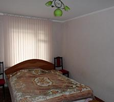 Apartament cu 3 odai, seria 143, de mijloc, cu 2 logie, debara. Centru.
