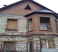 Продается двухэтажный недостроенный дом, в тихом, спокойном районе.