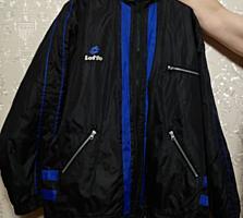 Куртка новая мужская болоньевая с капюшоном. Практичная. Размер: 50-54.