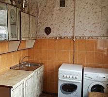 Vând apartament cu o cameră în satul Cocieri.