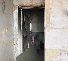Двухкомнатная под ремонт на Ленинском.