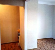 1-комнатная полноценная брежневка. С ремонтом, продает хозяин.