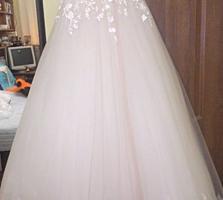 Продам свадебное платье! В очень хорошем состоянии! Vind rochie!