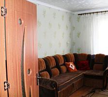 Продается 2-комнатная квартира. Леова. 4-й этаж. Газ-отопление. Гараж.